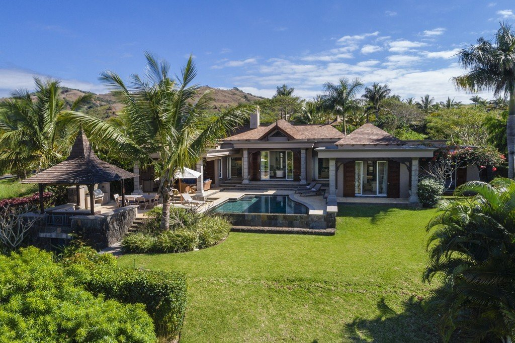 Spectacular villa set on a generous plot of land in the heart of Heritage Bel Ombre Estate