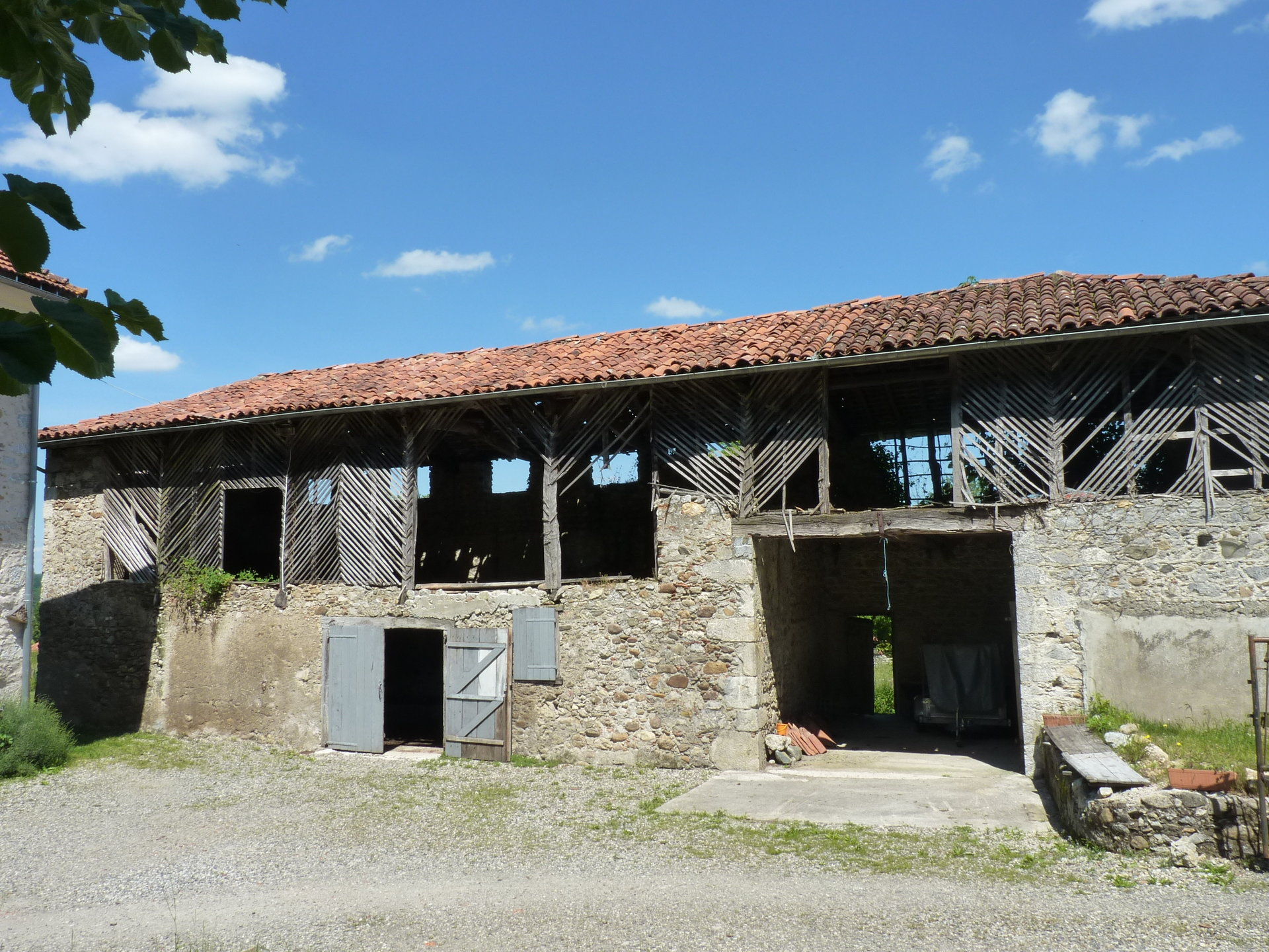 Close to St Bertrand de Comminges, magnificent stone house on 4758 m² of wooded park