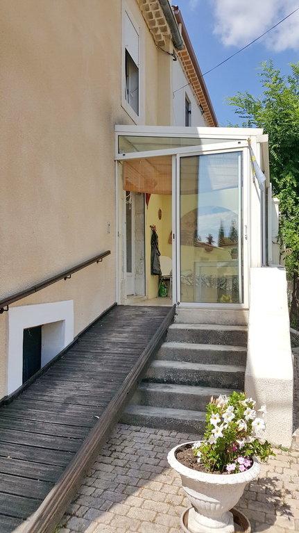 Confortable vigneronne avec 3 garages, jardin et terrasse