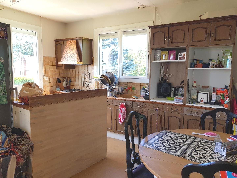Maison T4 sur sous-sol-100 m² hab-terrain 2615 m²
