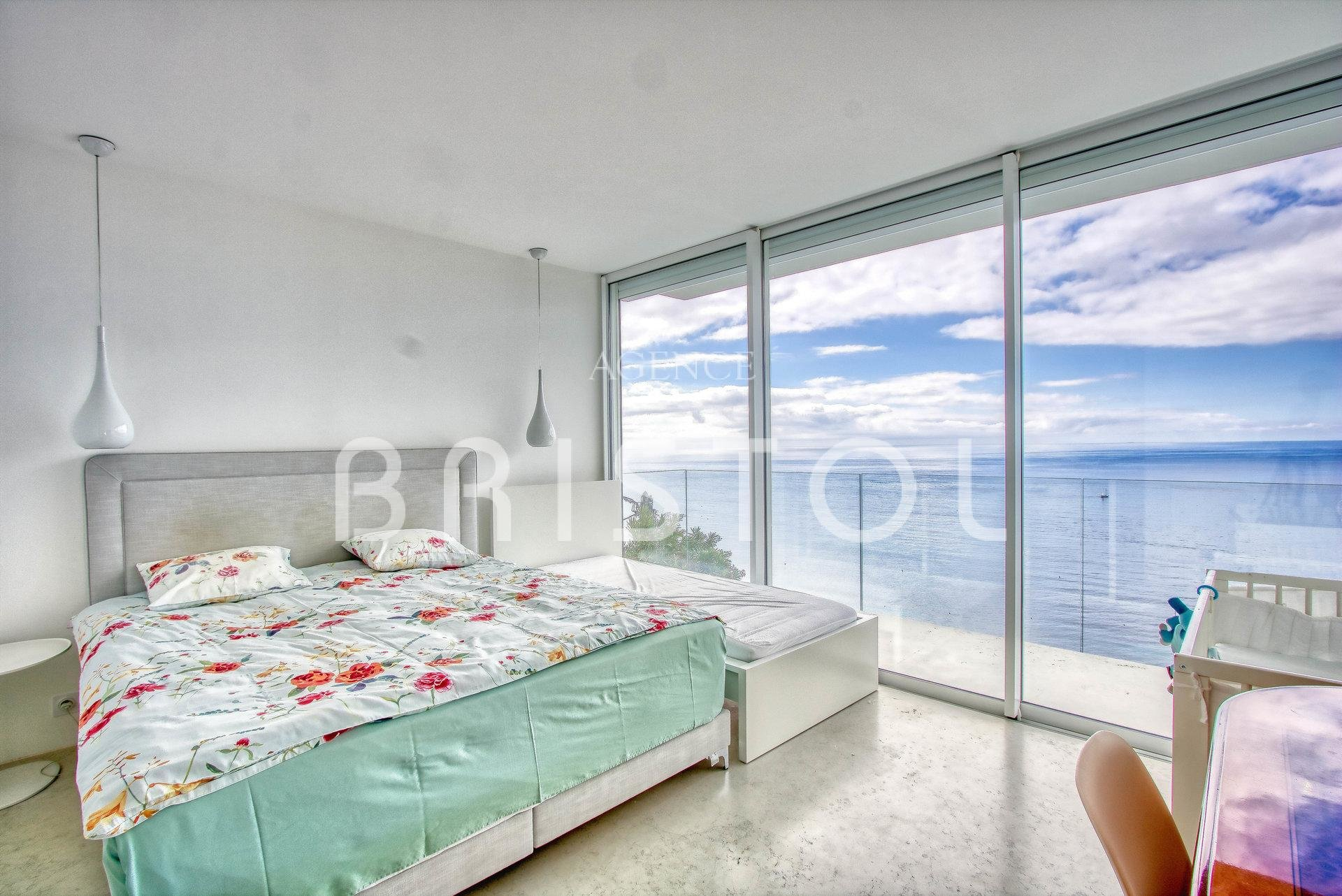 Superb contemporary villa for sale in Eze seaside