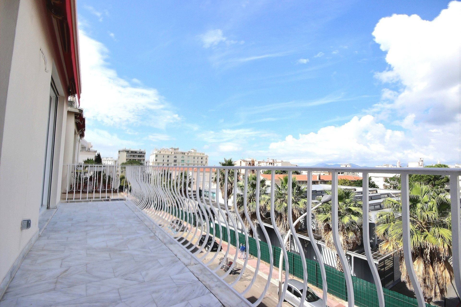Cannes property for sale newly renovated and with roof terrace