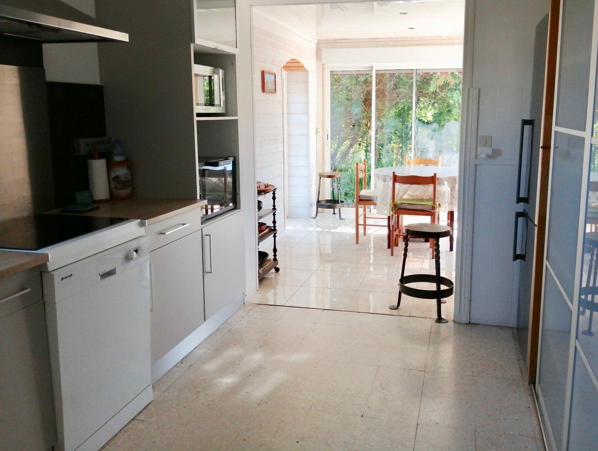 Maison plain-pied sur 675m², garage