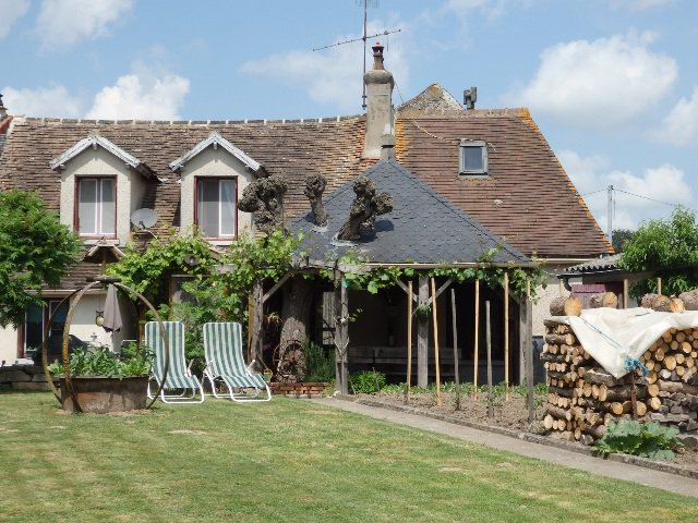 Charming Village Cottage with Some Lovely Features - St Martin le Mault