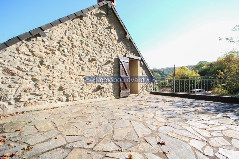 Spacious stone house with beautiful garden and terrace