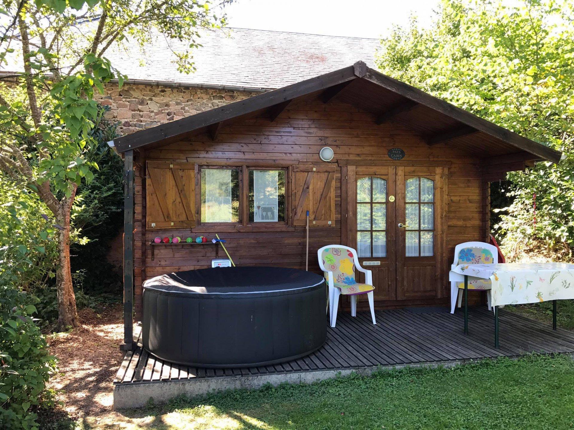 Au coeur du Morvan, proche Anost, Fermette avec mini camping, très jolie vue