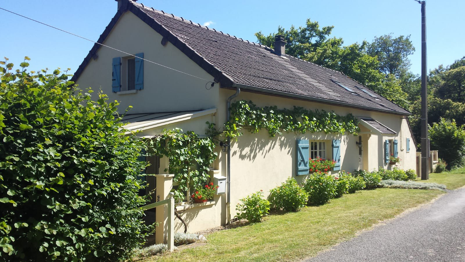 Perfectly maintained house for sale in Burgundy