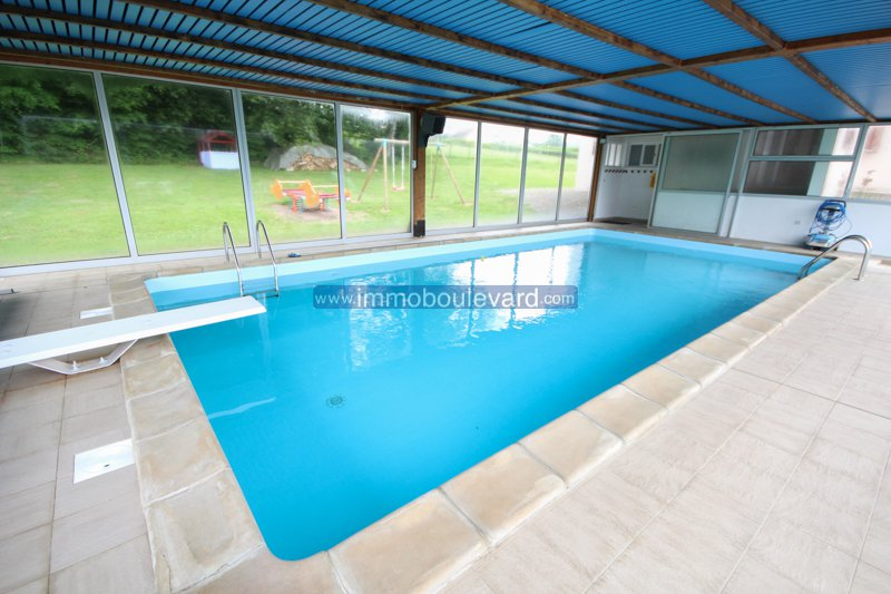 EXCLUSIEF: Groot woonhuis met overdekt en verwarmd zwembad