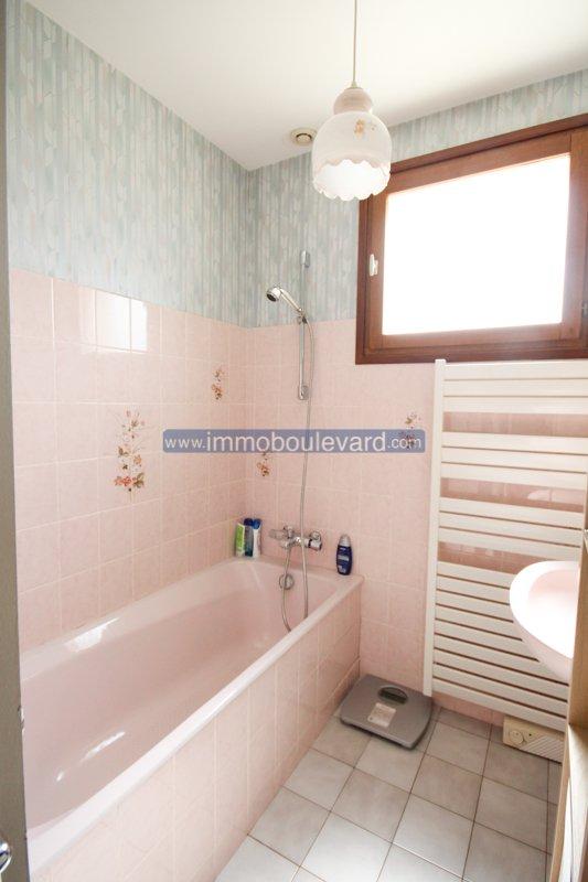 Groot woonhuis met zwembad te koop in Arleuf in de Morvan