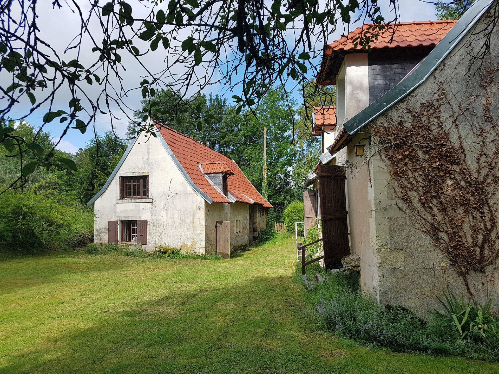 Touraine du Sud (37): property with pool and lake
