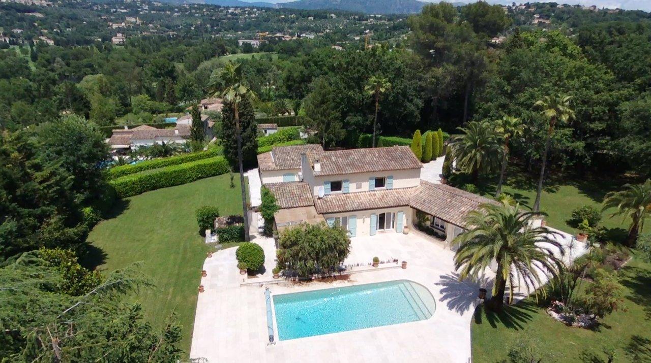 Proche Valbonne - Superbe villa au calme absolu