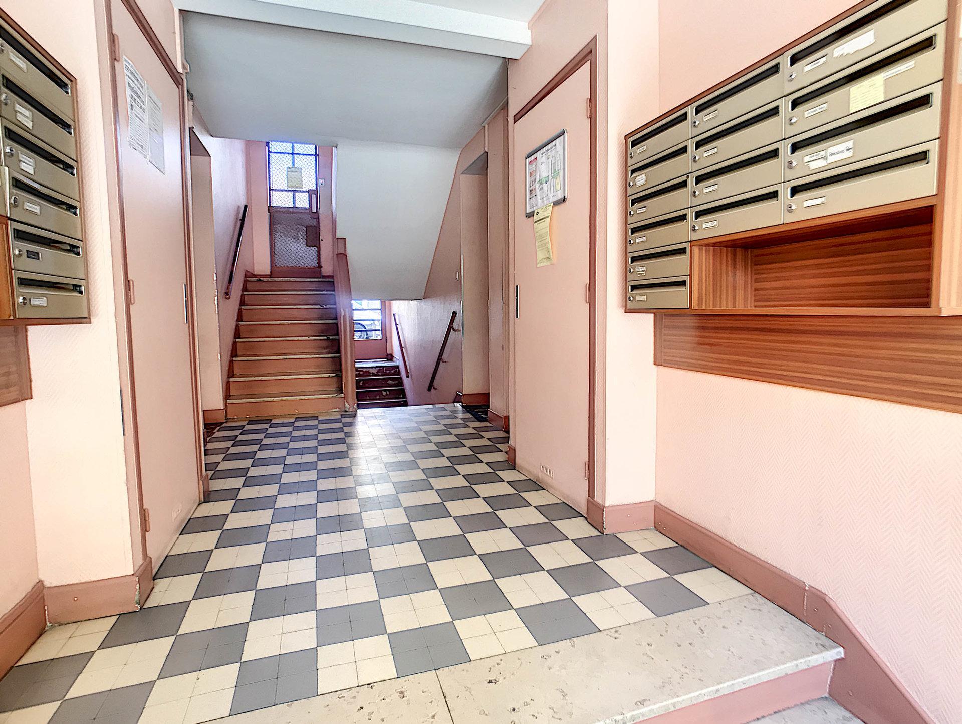 LOCATION MEUBLÉ - Appartement 3P 50M2 Nice Eglise Russe Balcon