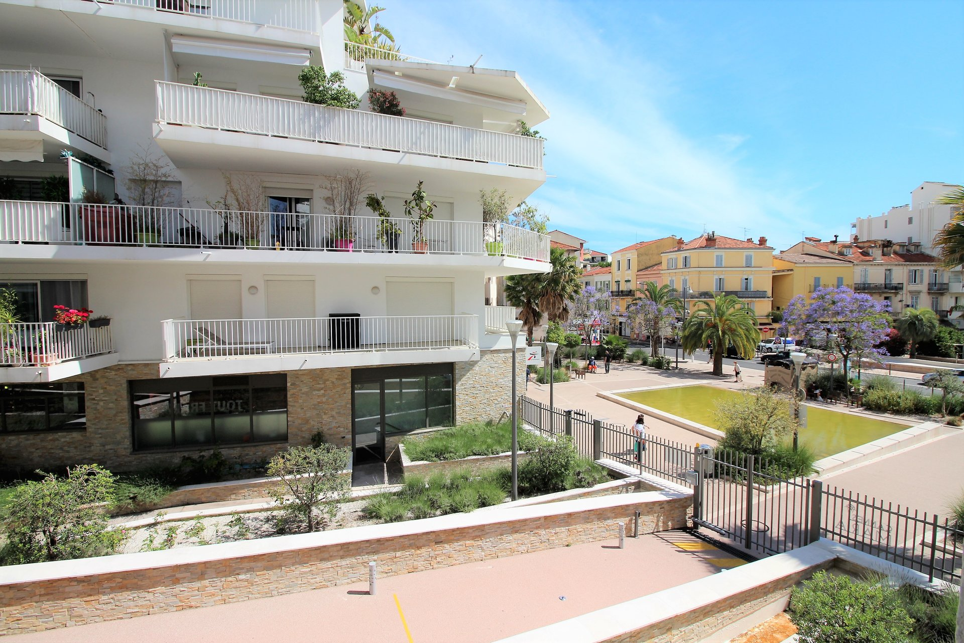 Cannes, 2 bedrooms apartment, terrace, garage.