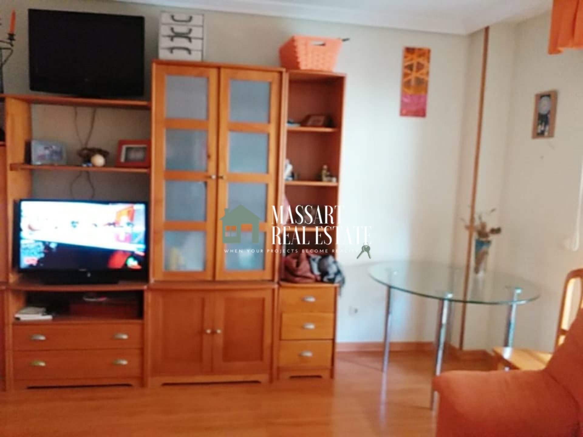 For sale in Los Cristianos, 93 m2 apartment characterized by its complete wooden furniture.