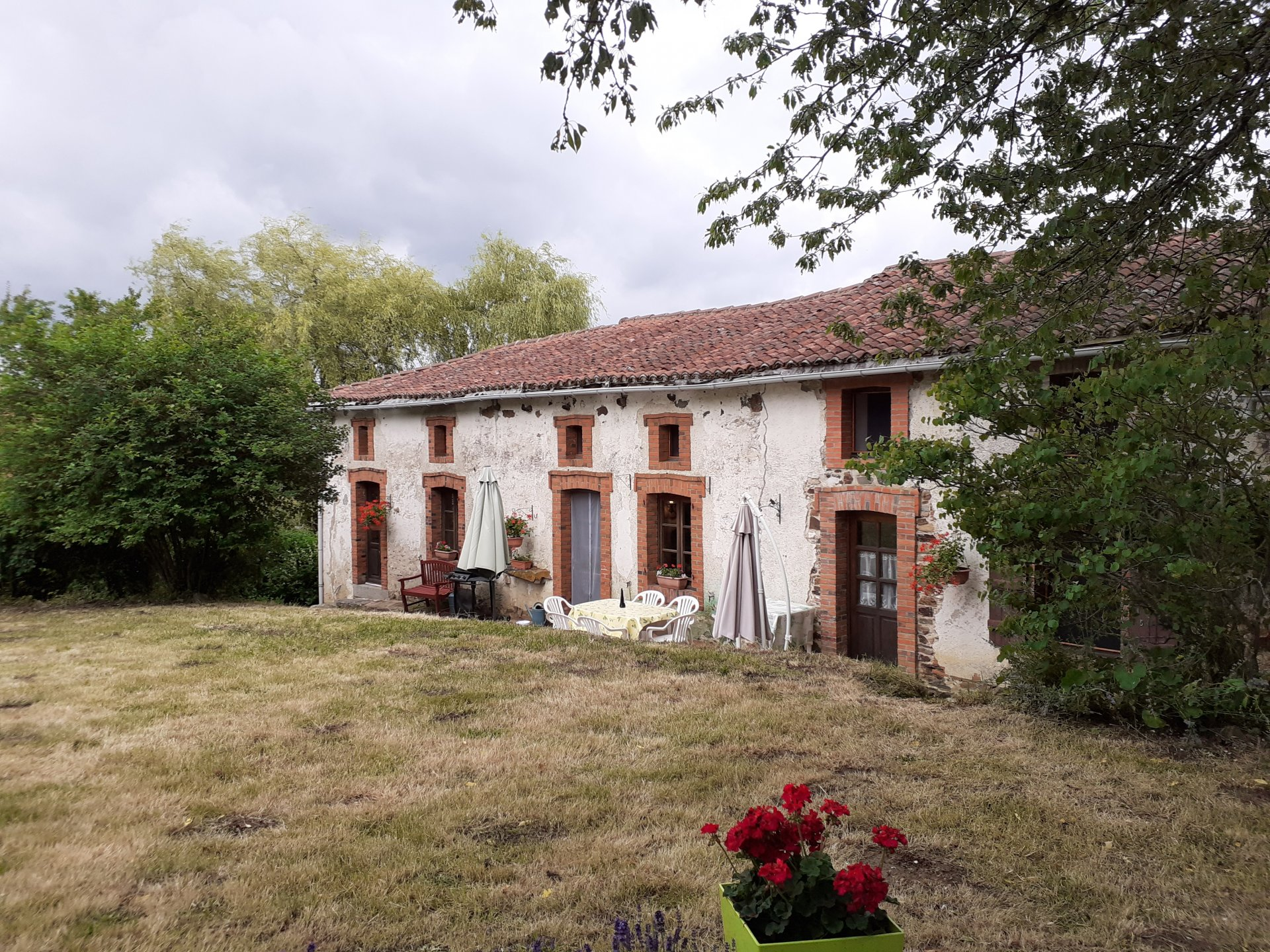 Super location character farmhouse, 8000m² land, plus a 2nd house to renovate and a barn!!