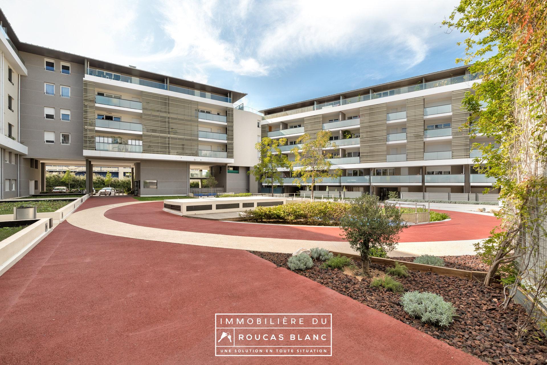 "Appartement Type 3 // Terrasse // Proche mer // Résidence ""Quintessence"""