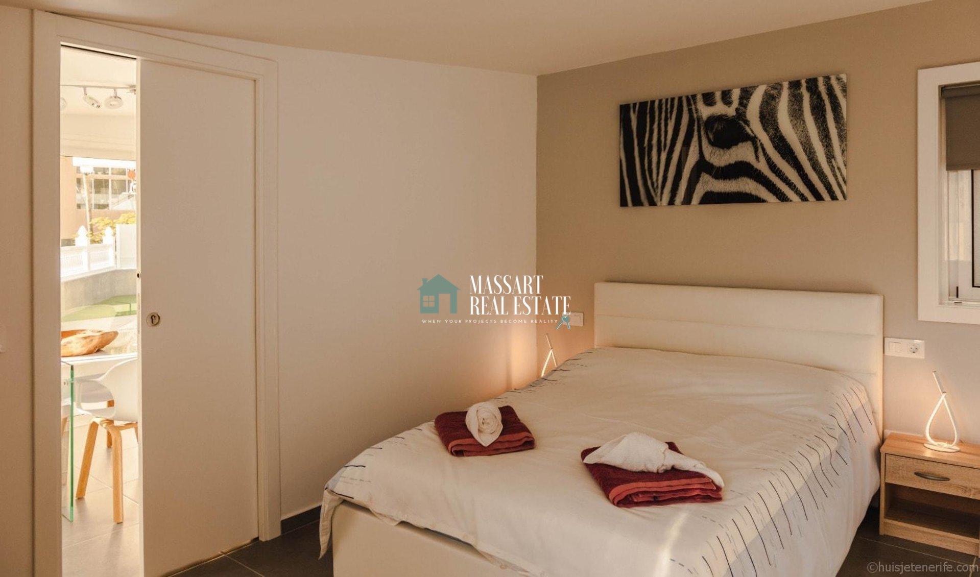 Villa exclusive à vendre dans le complexe résidentiel Las Flores, dans la zone stratégique de Playa de Las Américas.