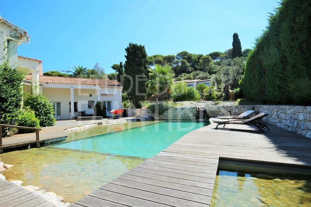Beautiful villa to rent in Cap d'Antibes