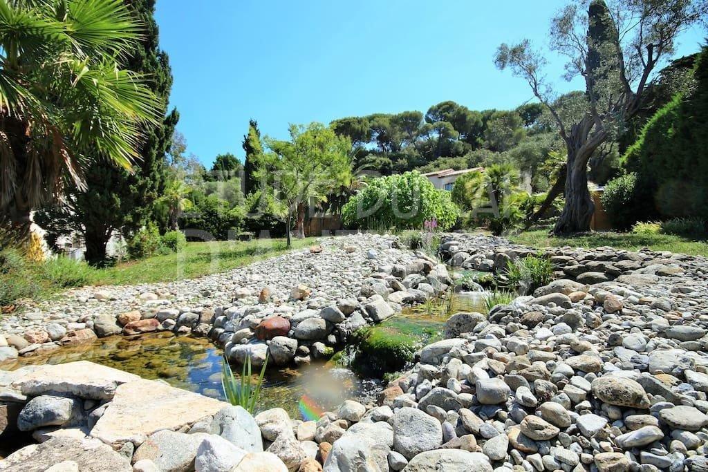 Beautiful villa to rent in Cap d'Antibes