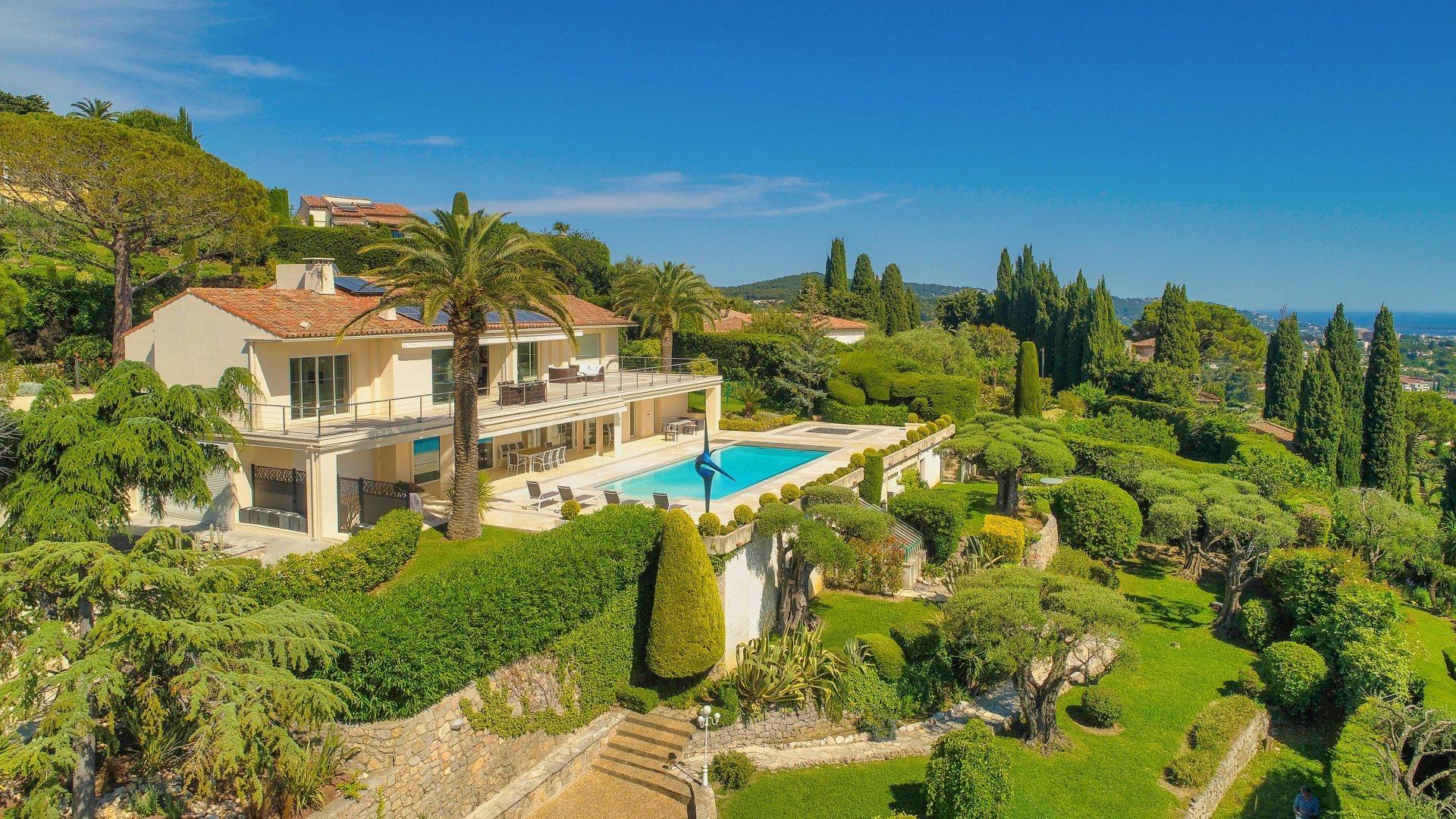 Mougins - Villa au vieux village, vue mer panoramique