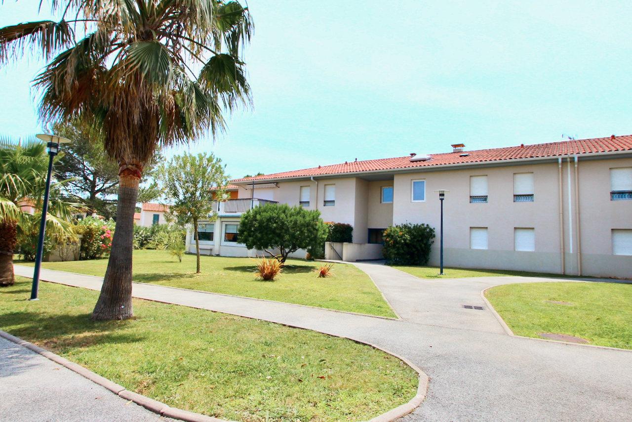 Roquebrune-s/Argens - modern ground floor 3 room apartment + 2  garages & large garden (240m2)