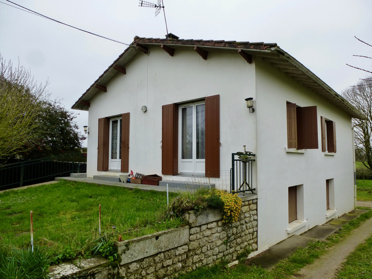 2-bedroom house between Saintes and Royan