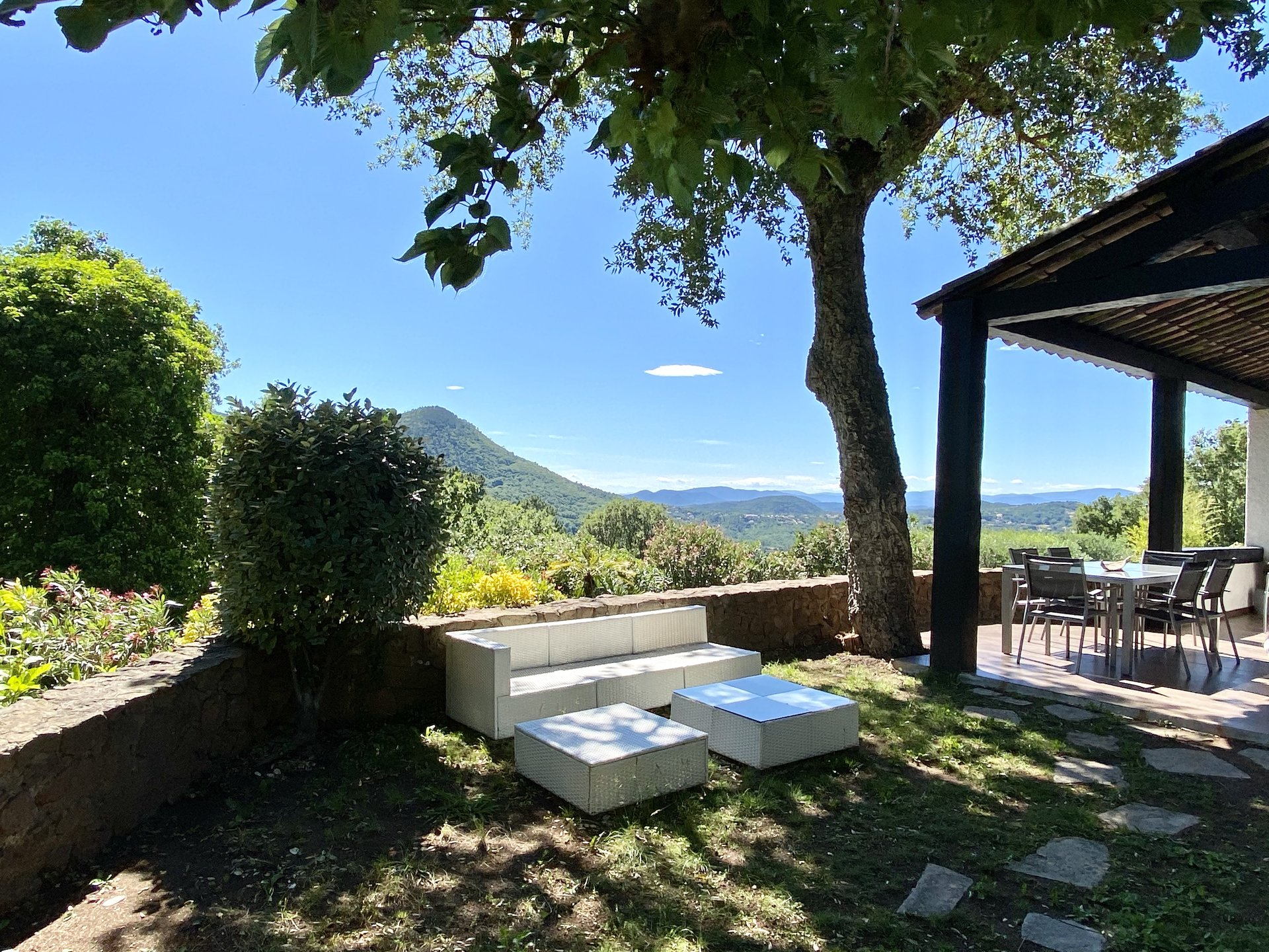 AMAZING PANORAMIC VIEW FROM THIS COMPLETLY RENOVATED VILLA