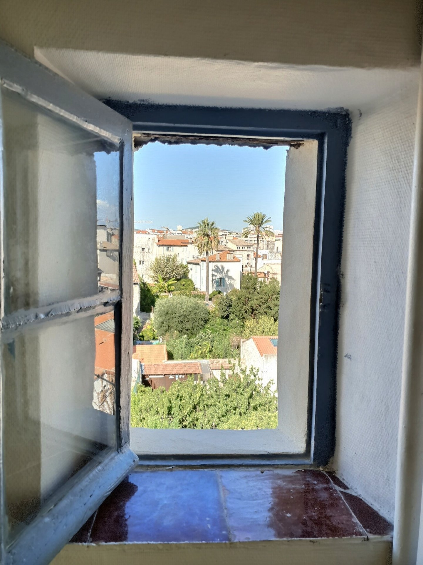 Old Antibes last floor studio  of 16 m²