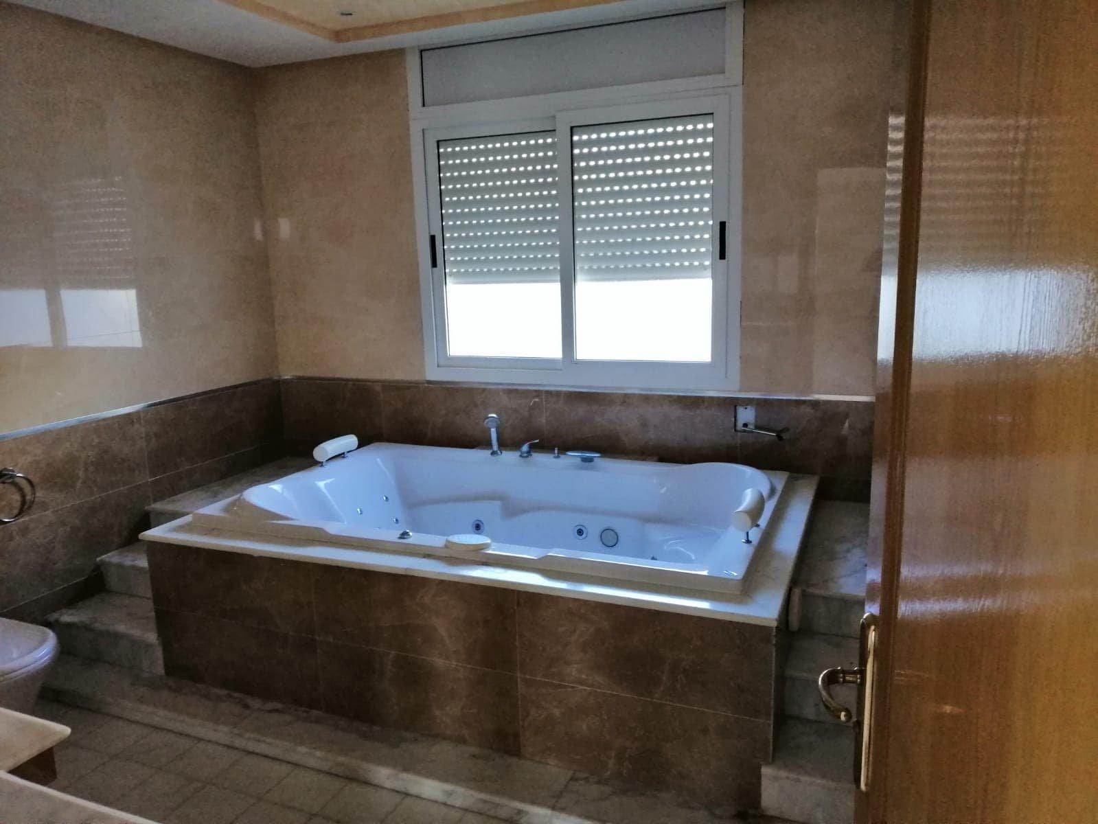 Vente Villa avec Jardin de 380 m² à Ennasr 2