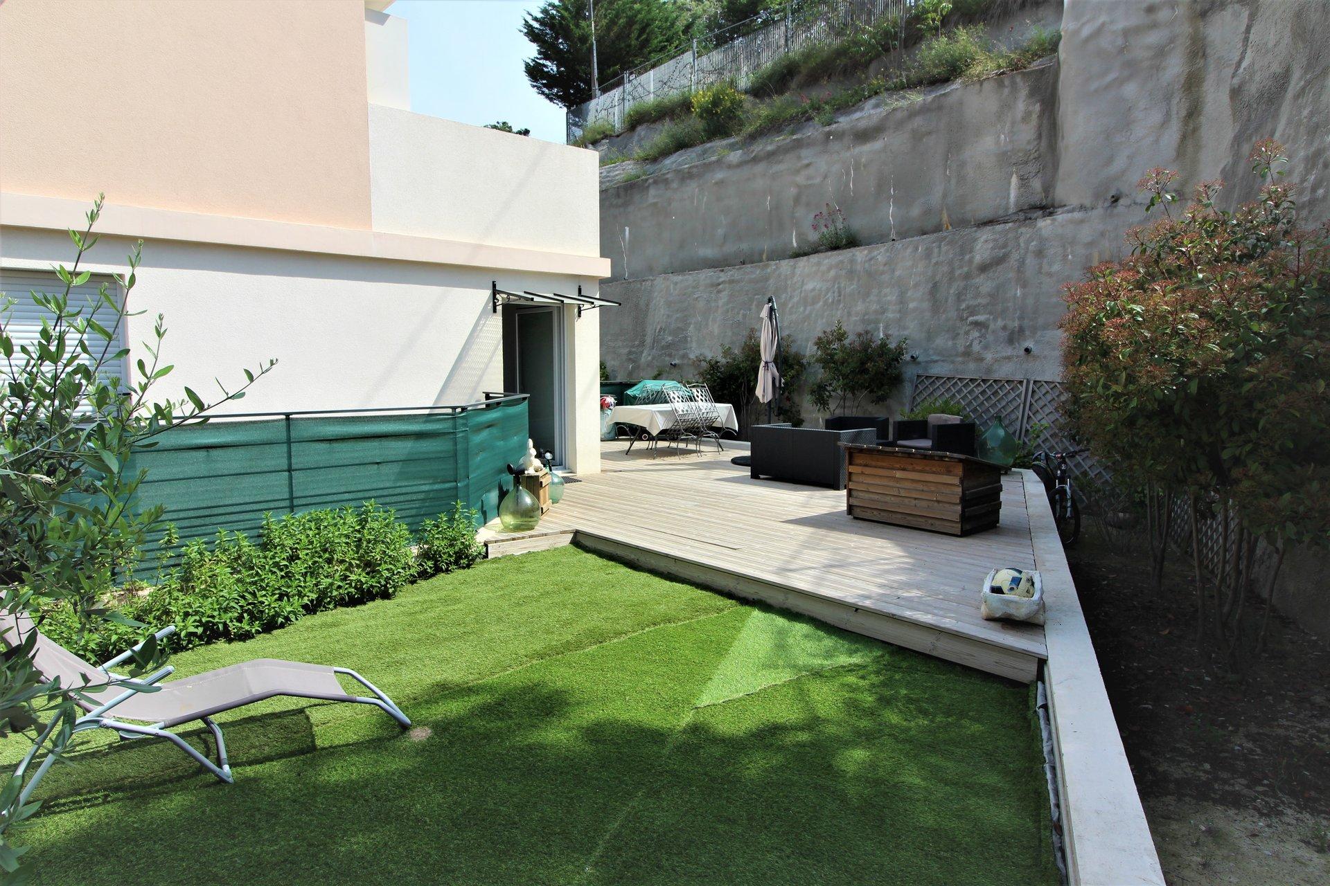 Contes la Pointe : T4 avec terrasse et parking