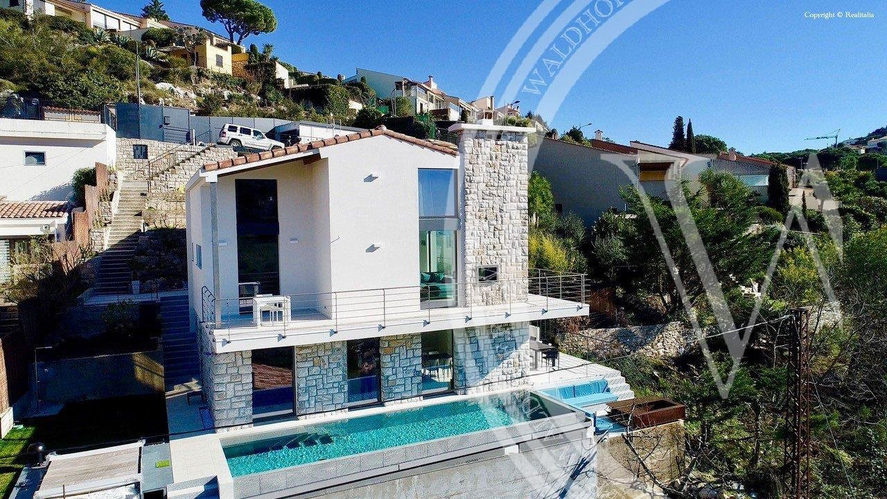 Stunning new built modern Villa of 330 m2 for unforgettable sunsets memories.