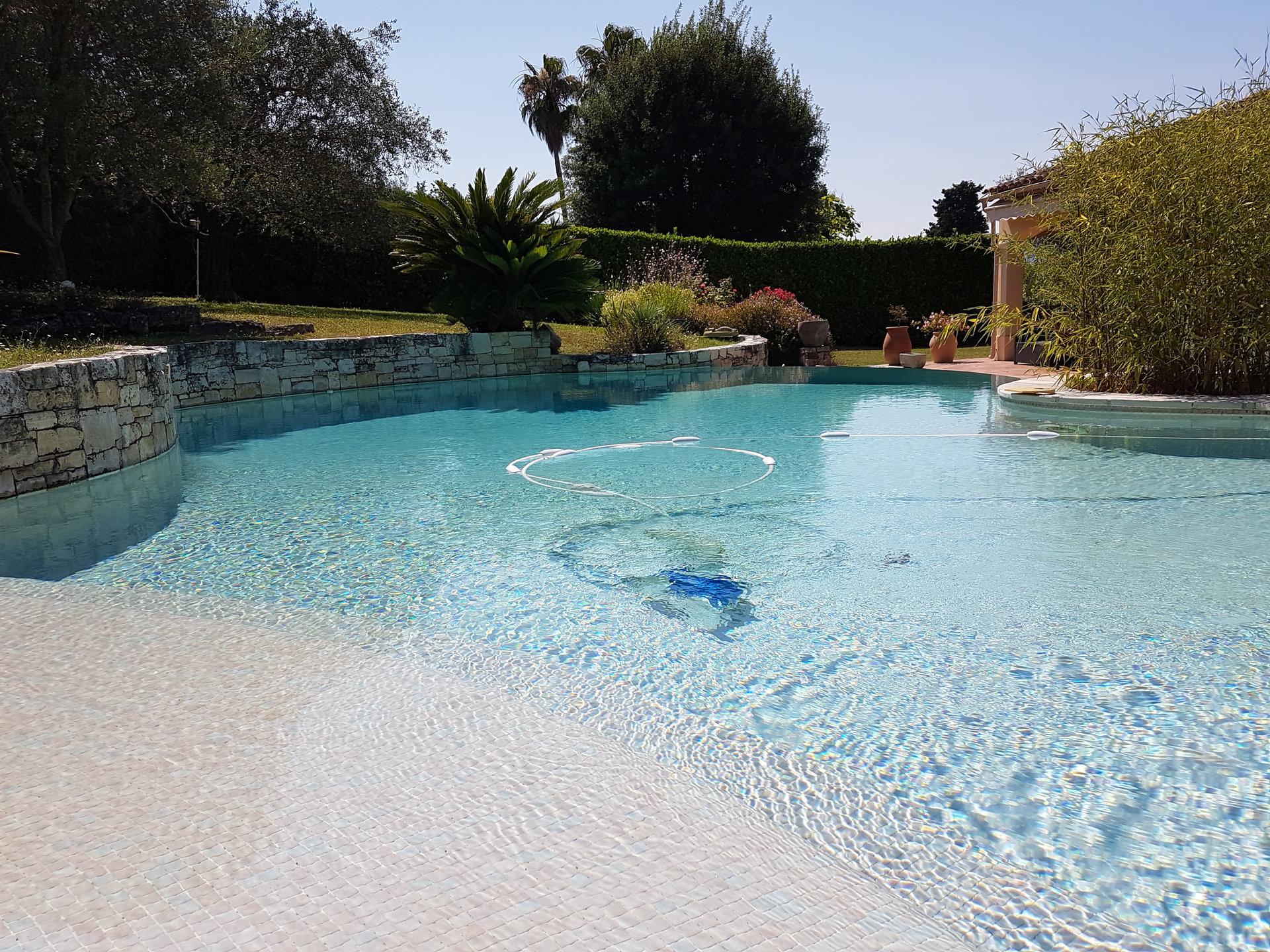 Exclusivité - Proche Valbonne - Charmante villa avec piscine
