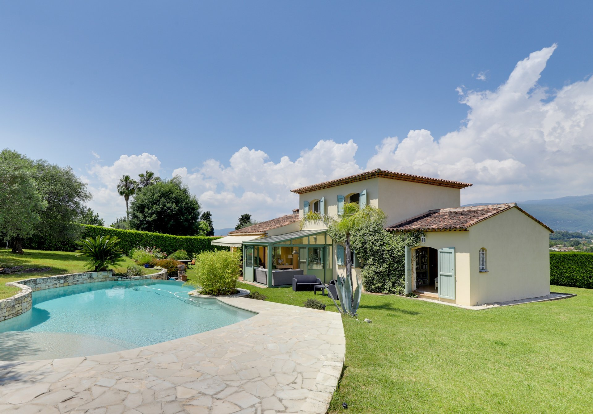 SOLE AGENT - Lovely provencal home close to Valbonne