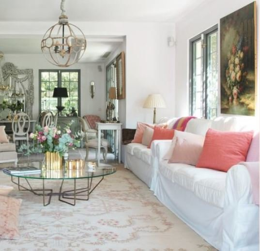 VILLA WITH A LOT OF CHARM IN CAP D'ANTIBES