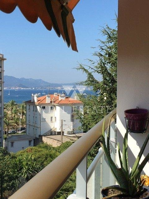 APARTMENT 33 SQM WITH SEA VIEW TERRACE - CLOSE TO THE CROISETTE