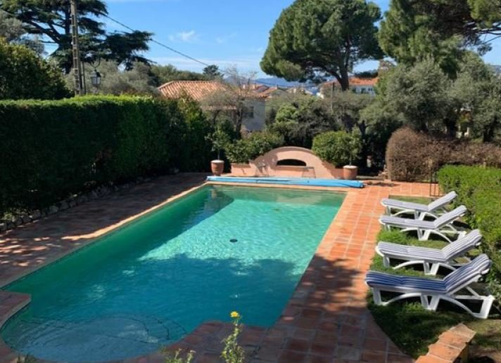 PROVENCAL VILLA ON THE WEST SIDE OF CAP D'ANTIBES