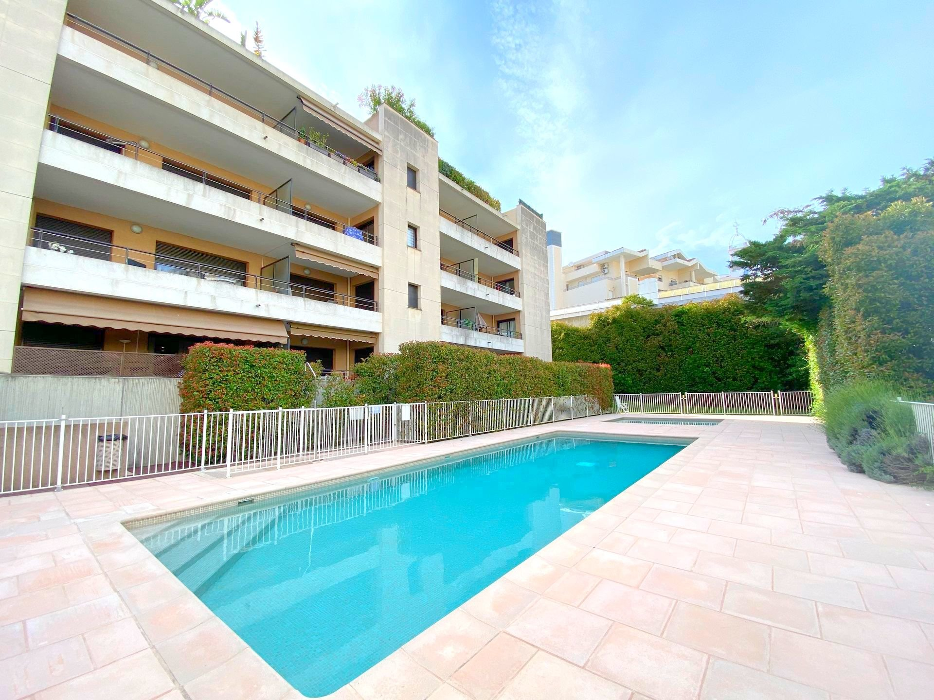 CANNES SALE 2 ROOMS QUIET RESIDENCE WITH SWIMMING POOL