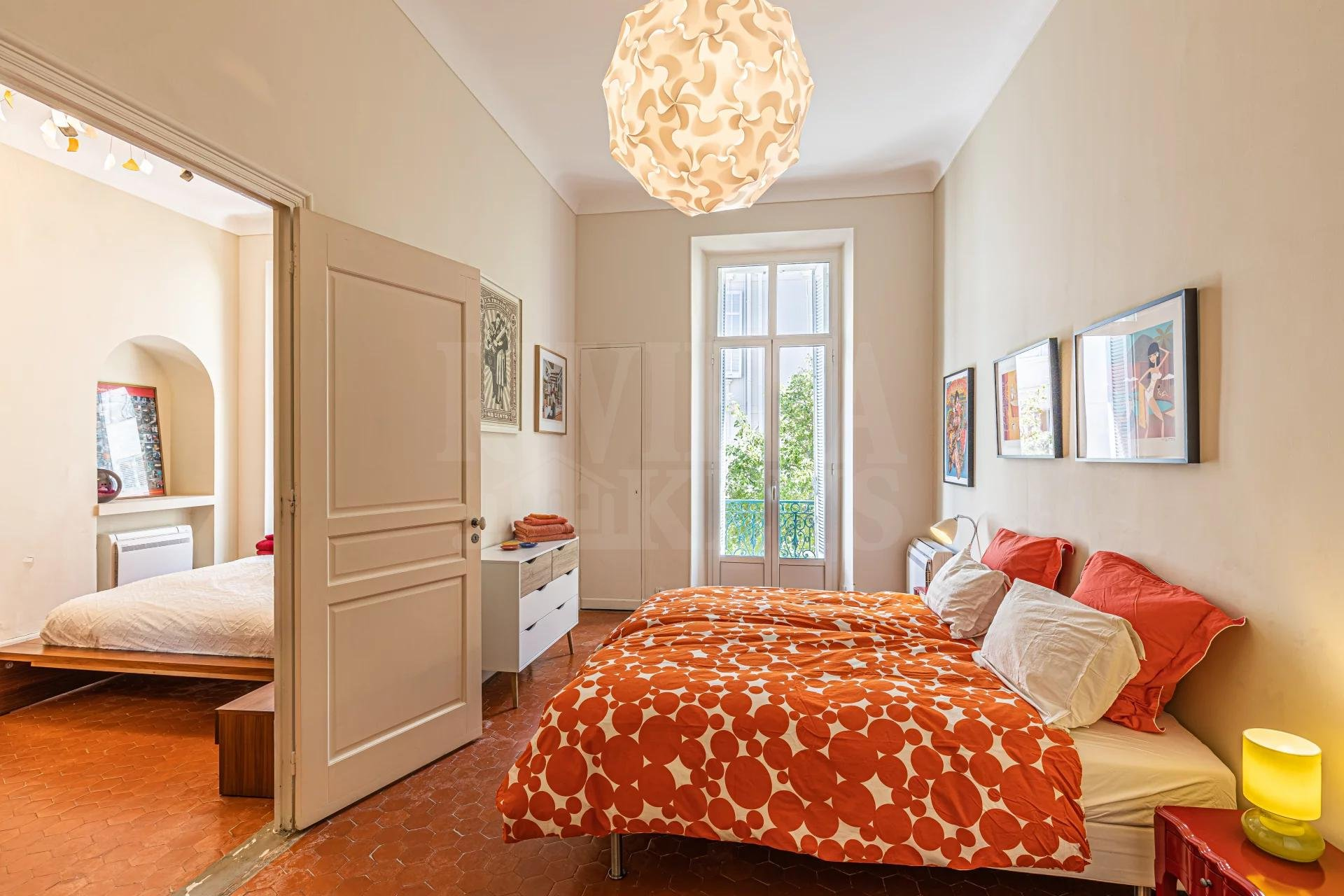 Three-bed apartment, bourgeois style, spacious terrace, in Cannes center