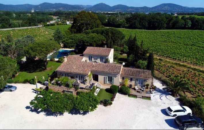 SUPERB BASTIDE AT 10 MN FROM BEACHES