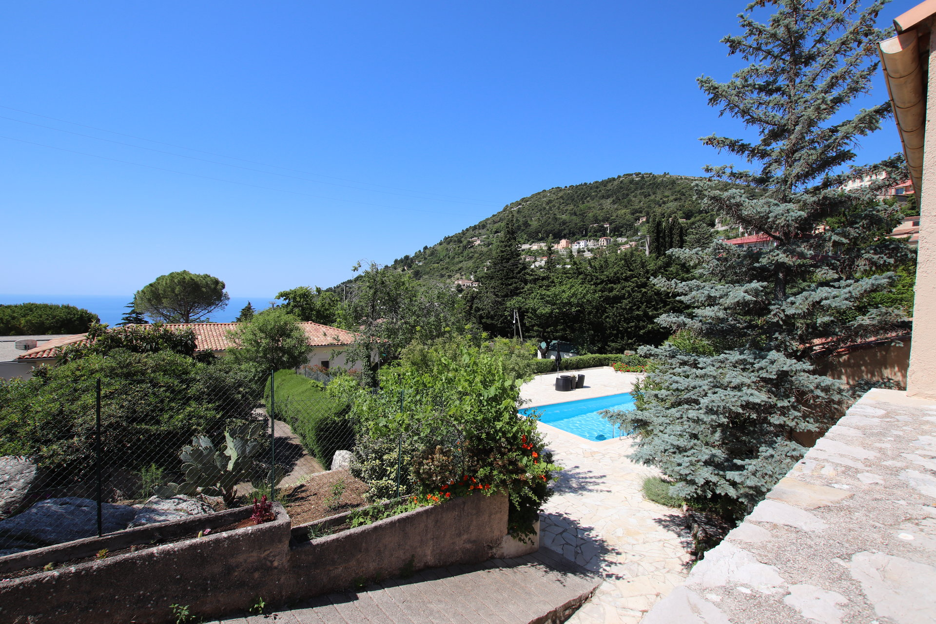 Villa Piscine de 155m²  Turbie