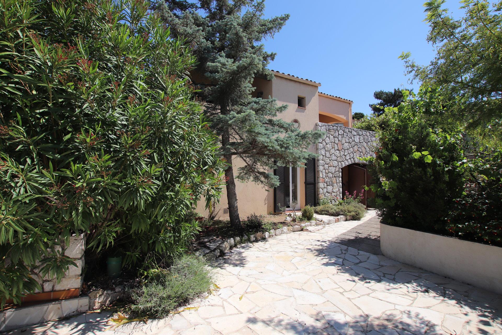 Villa Piscine de 155m²  Turbie