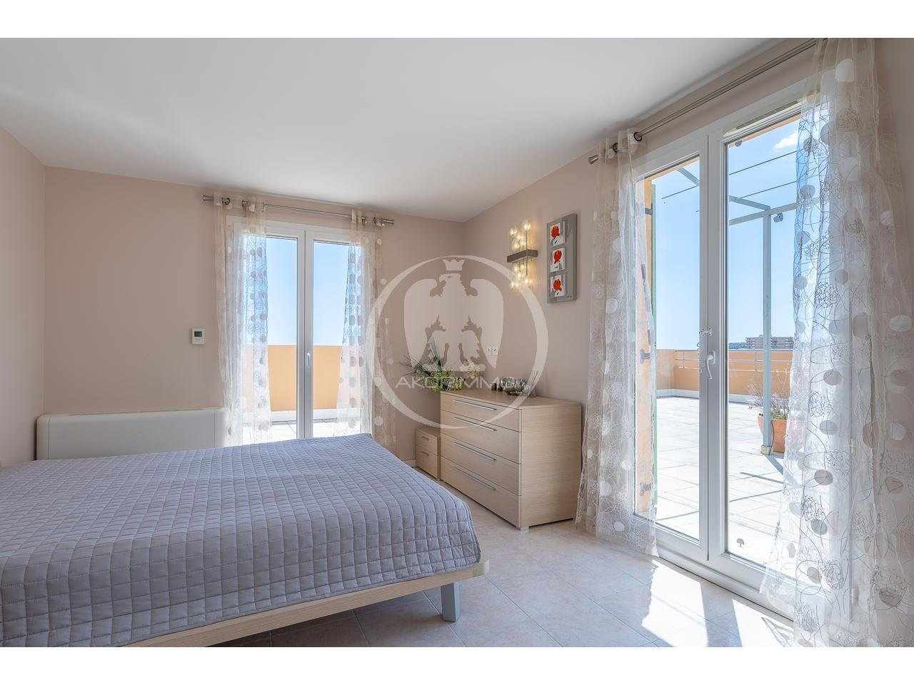 Maison  6 Rooms 197m2  for sale  1 800 000 €