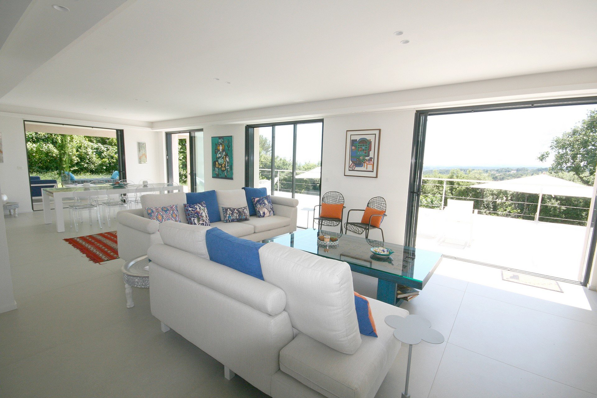 Open views onto the surrounding countryside and the sea