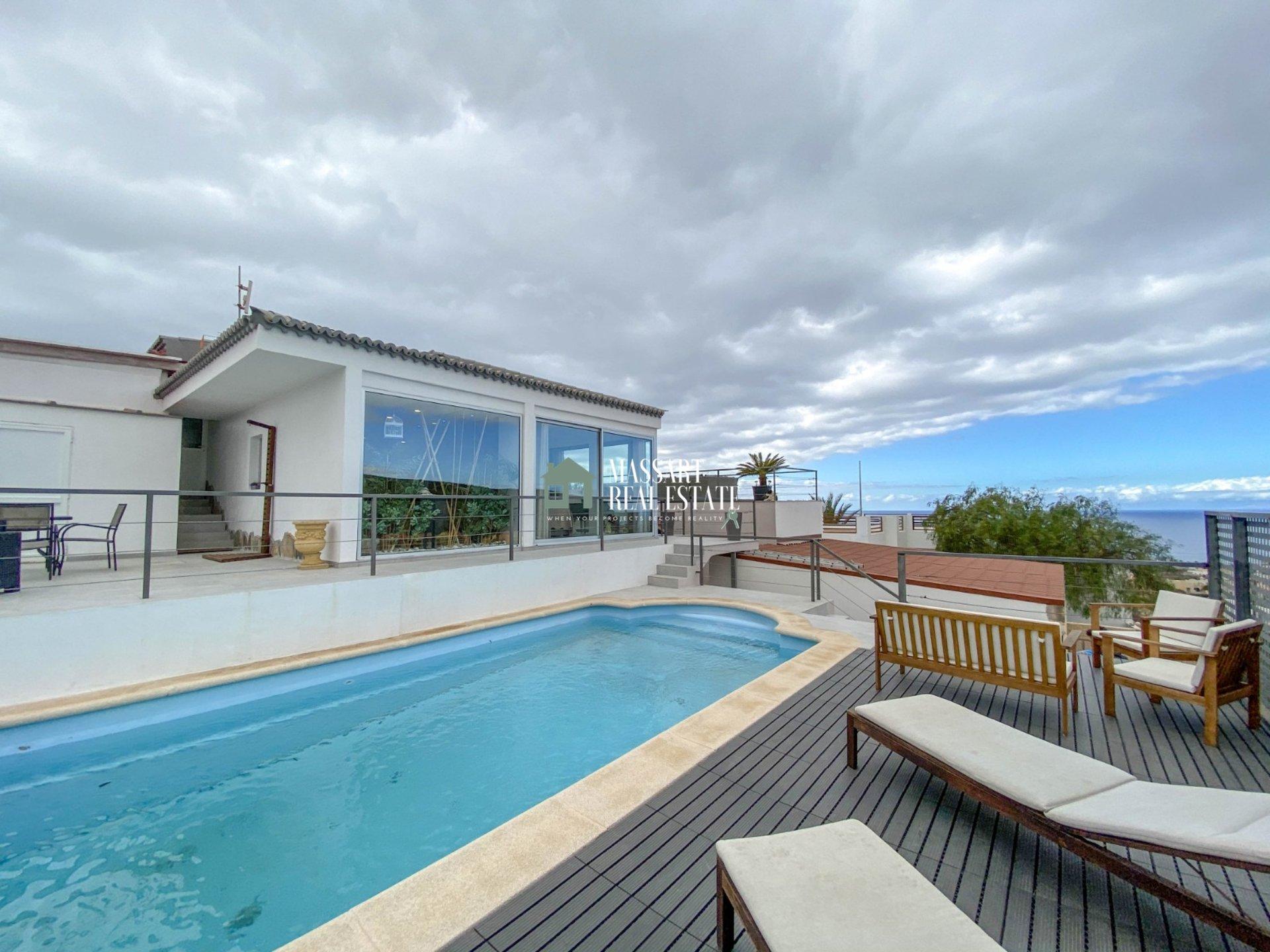 A vendre dans le quartier privilégié de PalmMar, magnifique villa située sur un grand terrain de 580 m2 ... gage d'intimité, de confort et de bonheur!