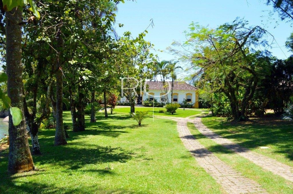 Paraty, sublime colonial property with private beach!