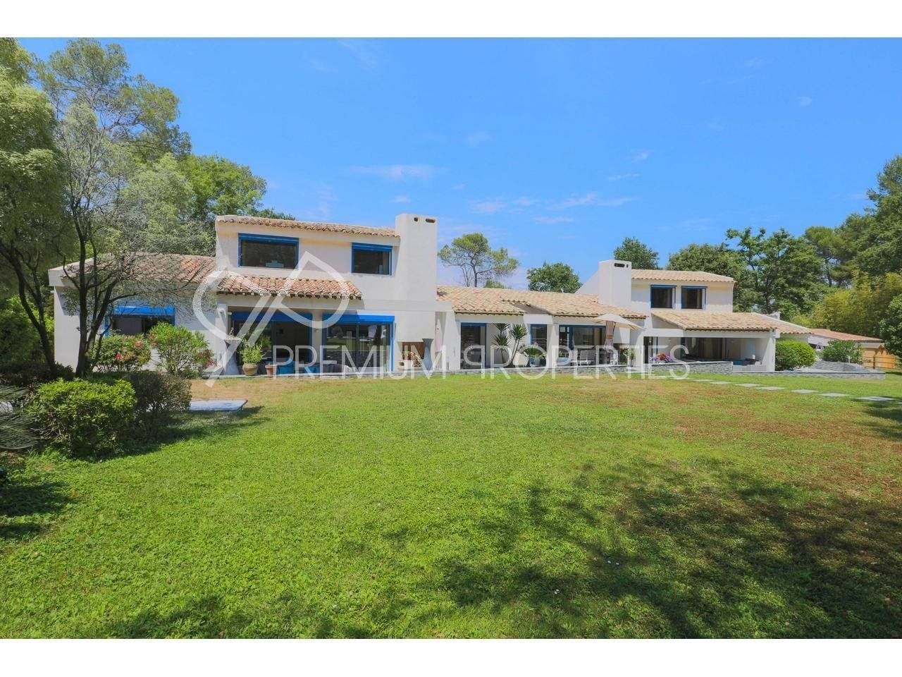VALBONNE - SOMPTUOUS PROPERTY IN GATED DOMAIN Maison  10 Rooms 610m2  for sale  4200000 €