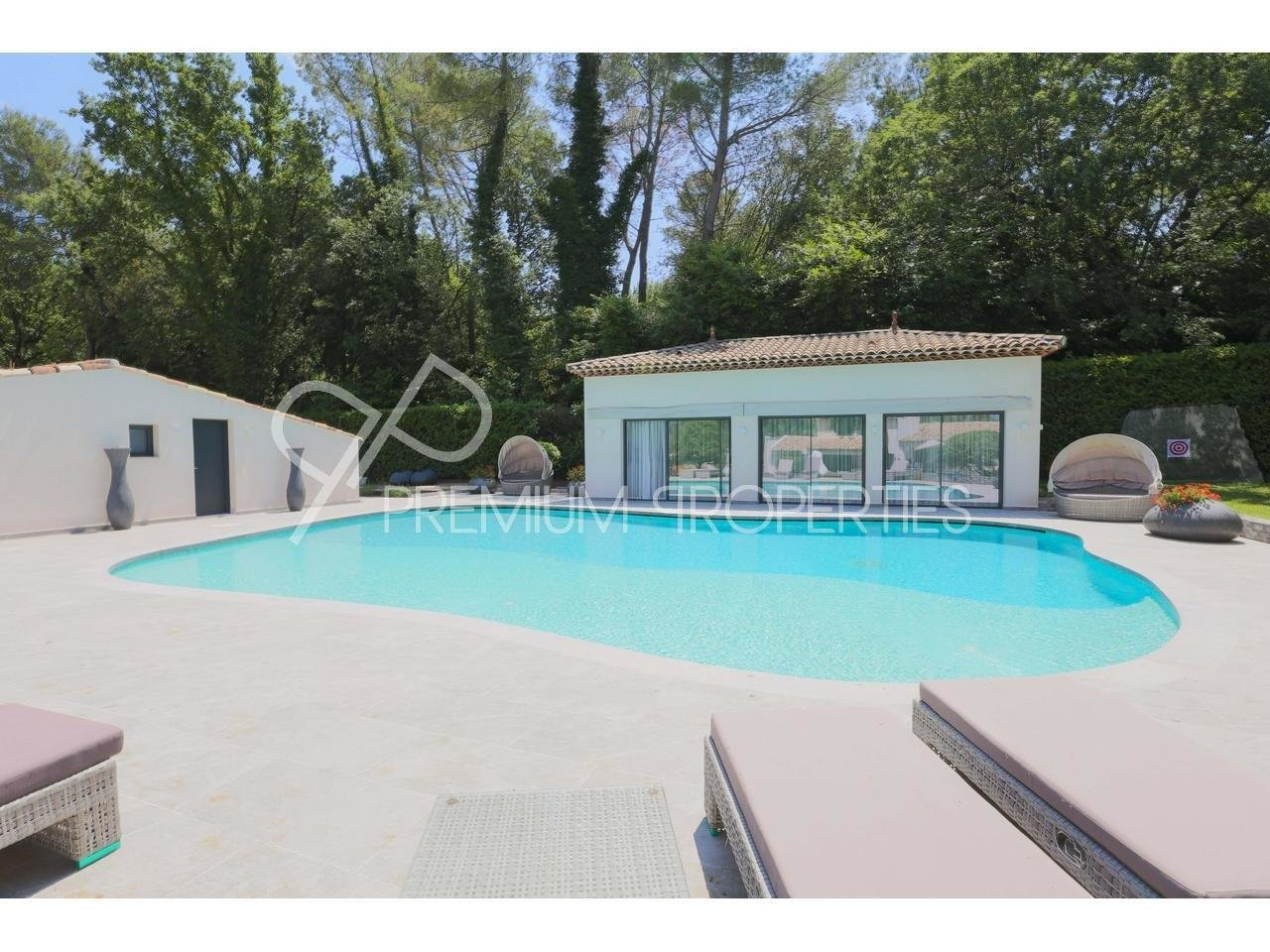 VALBONNE - SOMPTUOUS PROPERTY IN GATED DOMAIN Maison  10 Rooms 610m2  for sale  4 200 000 €