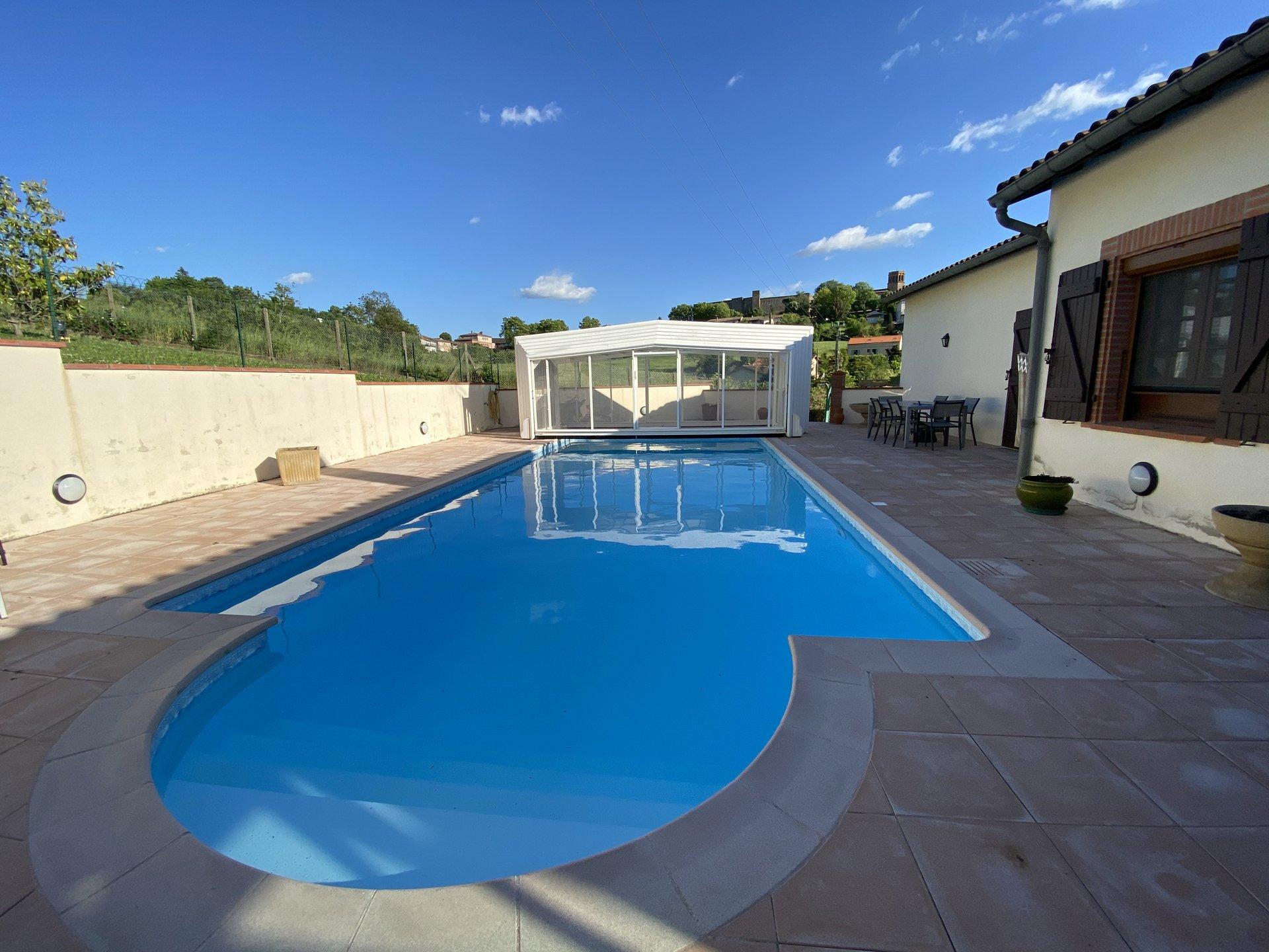 Traditionnelle de 200 m² avec piscine chauffée sur 1670m² de T