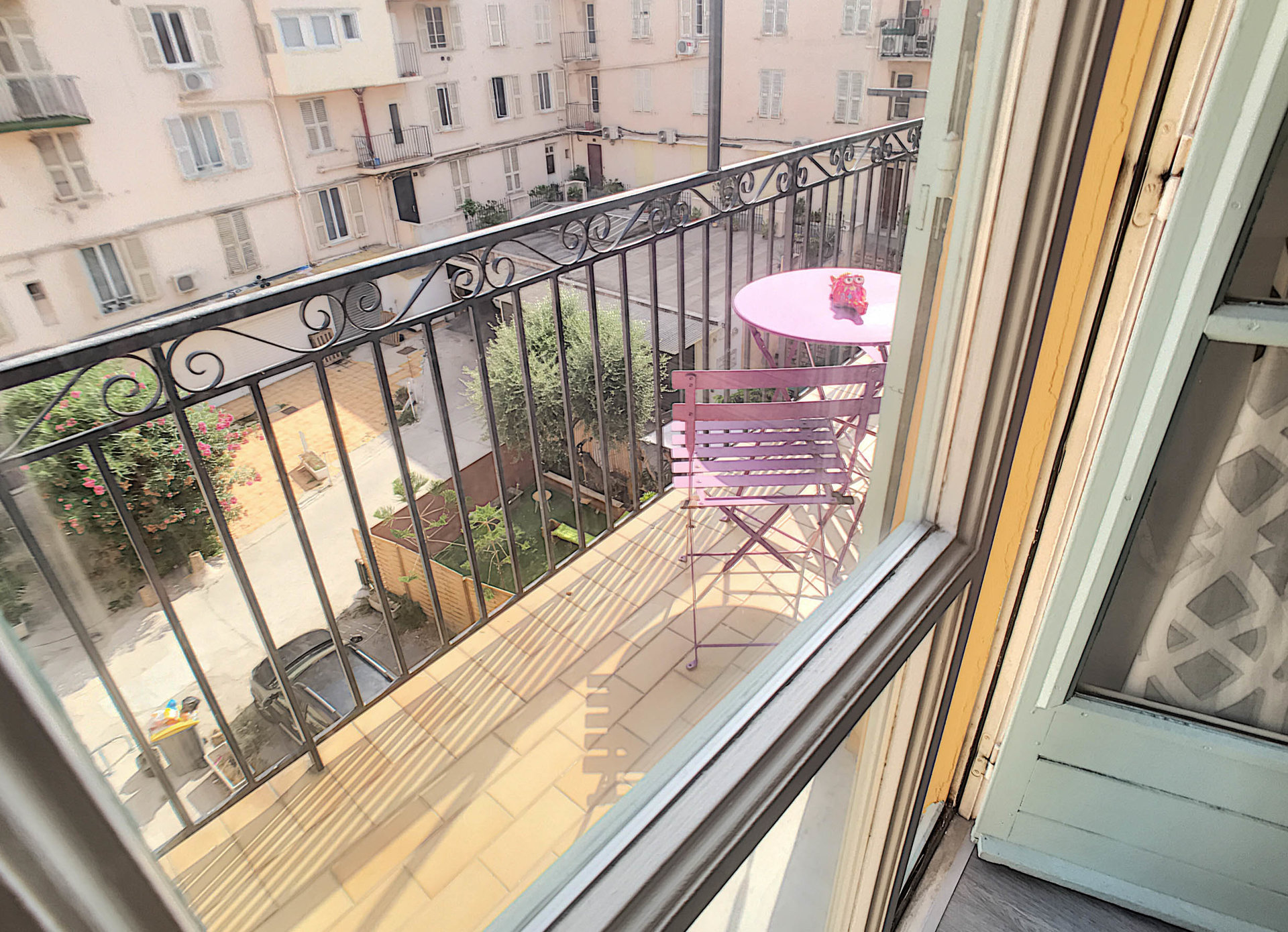 SEASONAL RENTAL - 4 Room Apartment 7 Beds Nice Pedestrian Balconies