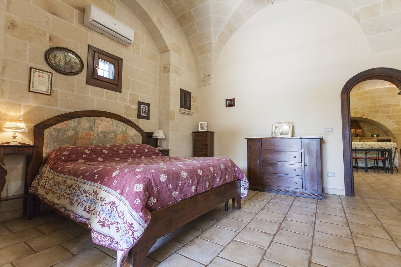 4+ bedrooms farmhouse, fully renovated and with garden